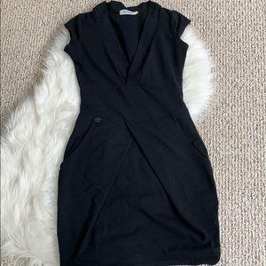 Dresses & Skirts - CAST Black stretch V neck pocketed dress